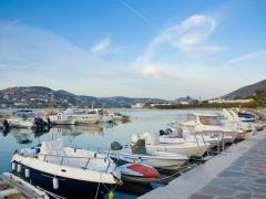 04_Motorized-fishing-boats-along-the-pier-on-the-island
