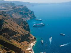 38_Caldera-view-on-island-of-Santorini,-Greece-in-Aegean-sea-with-big-and-small-commercial-passenger-ships.