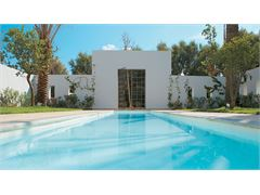 Royal Villa with Courtyard, Sea View & Private Heated Pool