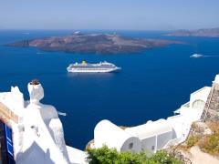 05_Cruise-liner-motoring-into-the-caldera-below-the-cliffs-of-the-capital-city-of-fira-on-the-greek-island-of-santorini